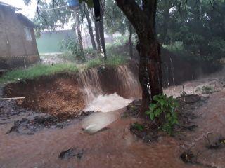 Desmoronamento por água da chuva no setor Consórcio