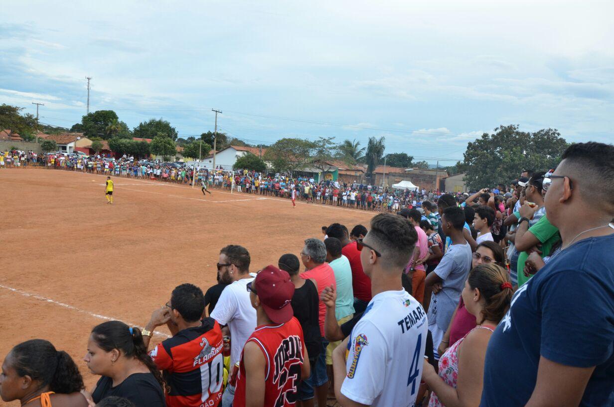71f723ba16783 Mais de duas mil pessoas prestigiam final de campeonato de futebol apoiado  pela Prefeitura de Porto