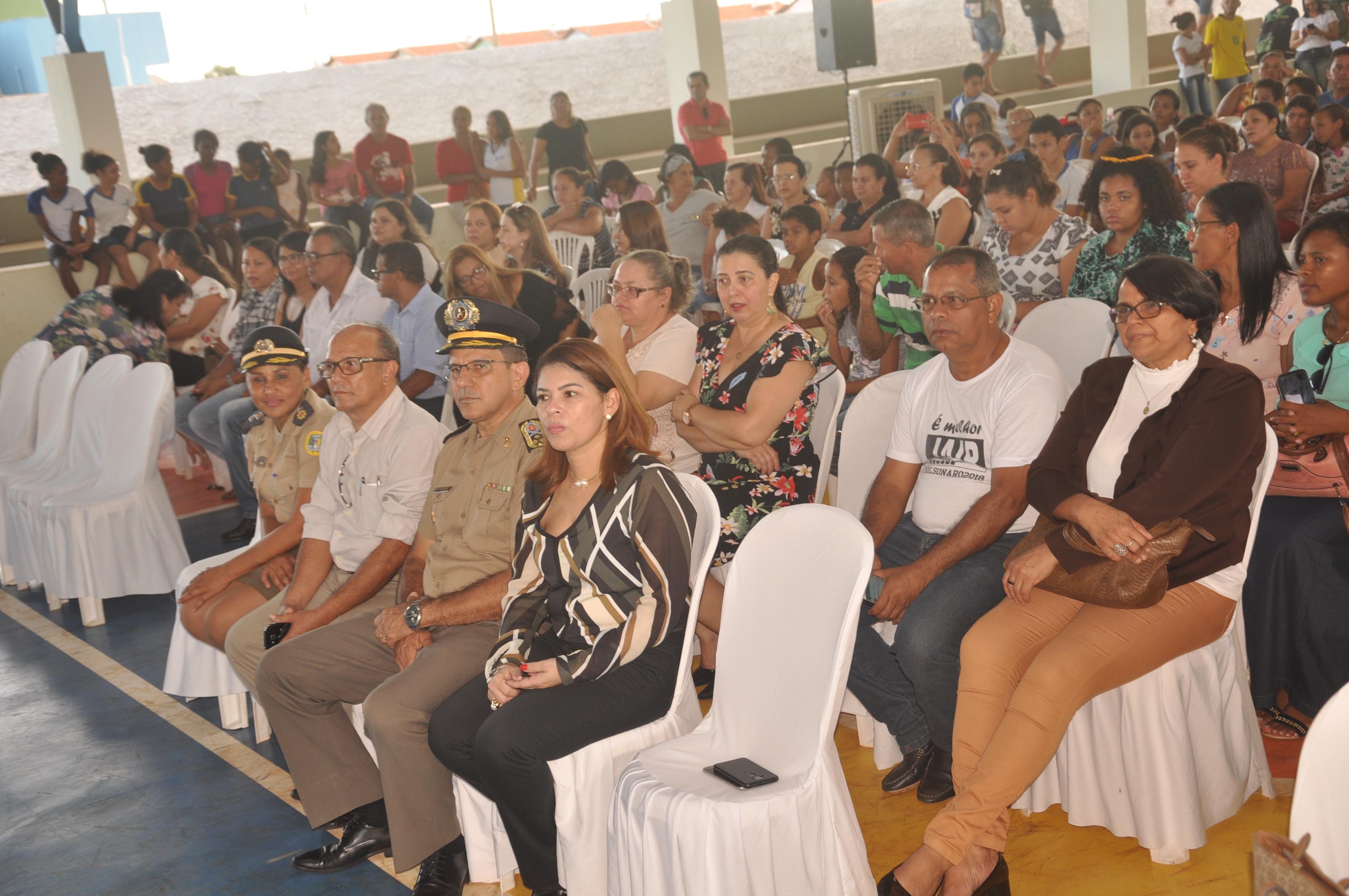 Secretária Municipal da Educação de Porto Nacional prestigia lançamento do  Colégio Militar no Município 9676bde2949f7